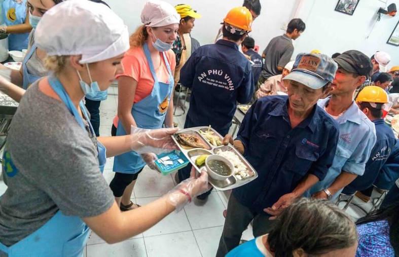 ▷ Working at a Food Shop | Volunteer in Viet Nam 2018